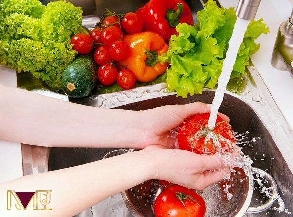 Sử dụng nguồn nước đảm bảo để rửa sạch thực phẩm